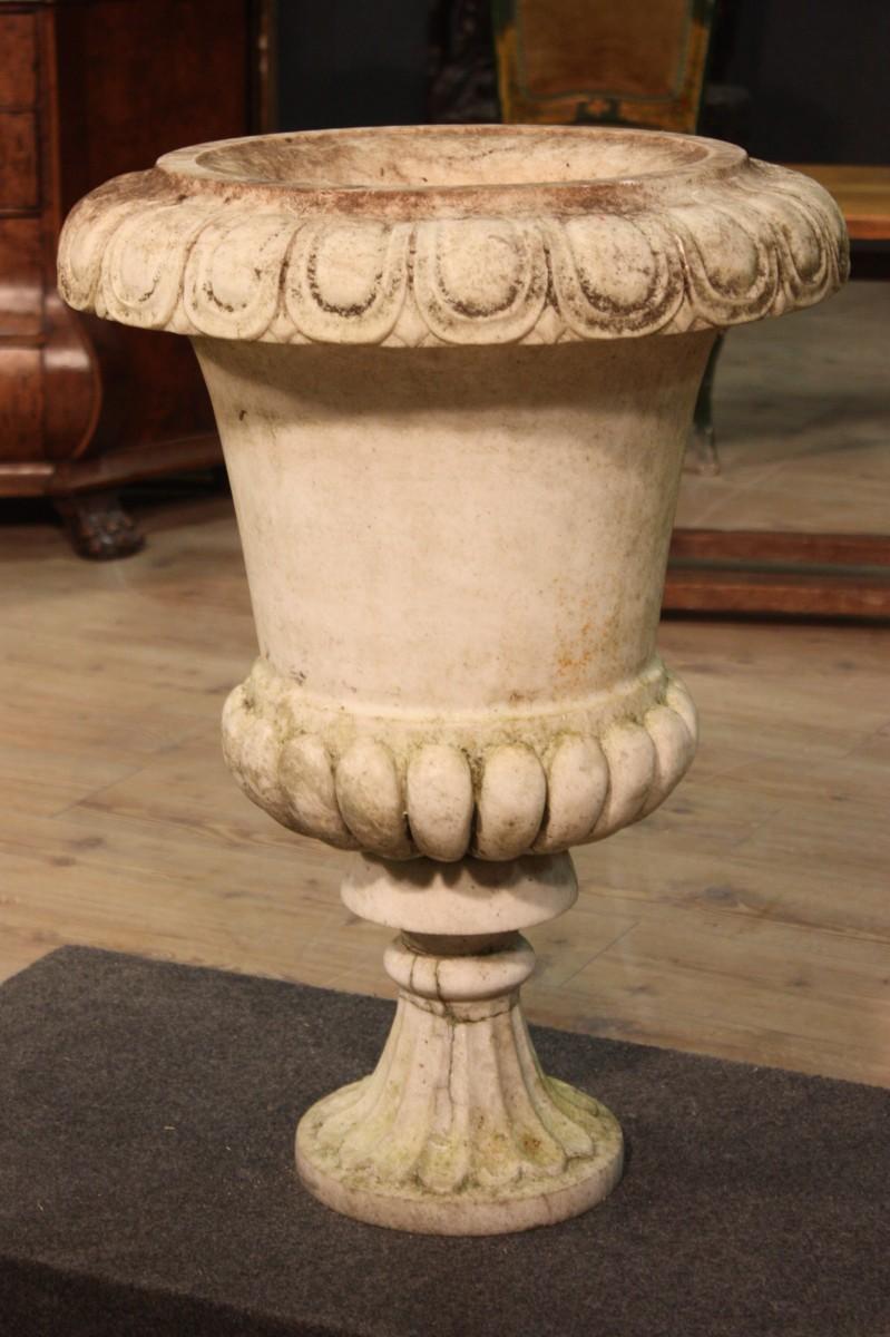 vase en marbre blanche du 20 me si cle. Black Bedroom Furniture Sets. Home Design Ideas