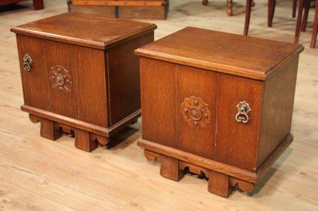 Coppia di comodini olandesi in legno di rovere