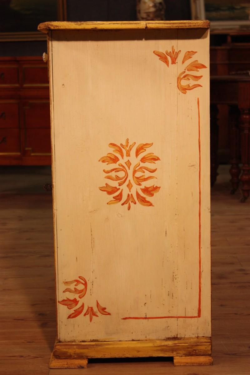 Credenza in legno laccato e dipinto - Immagine2