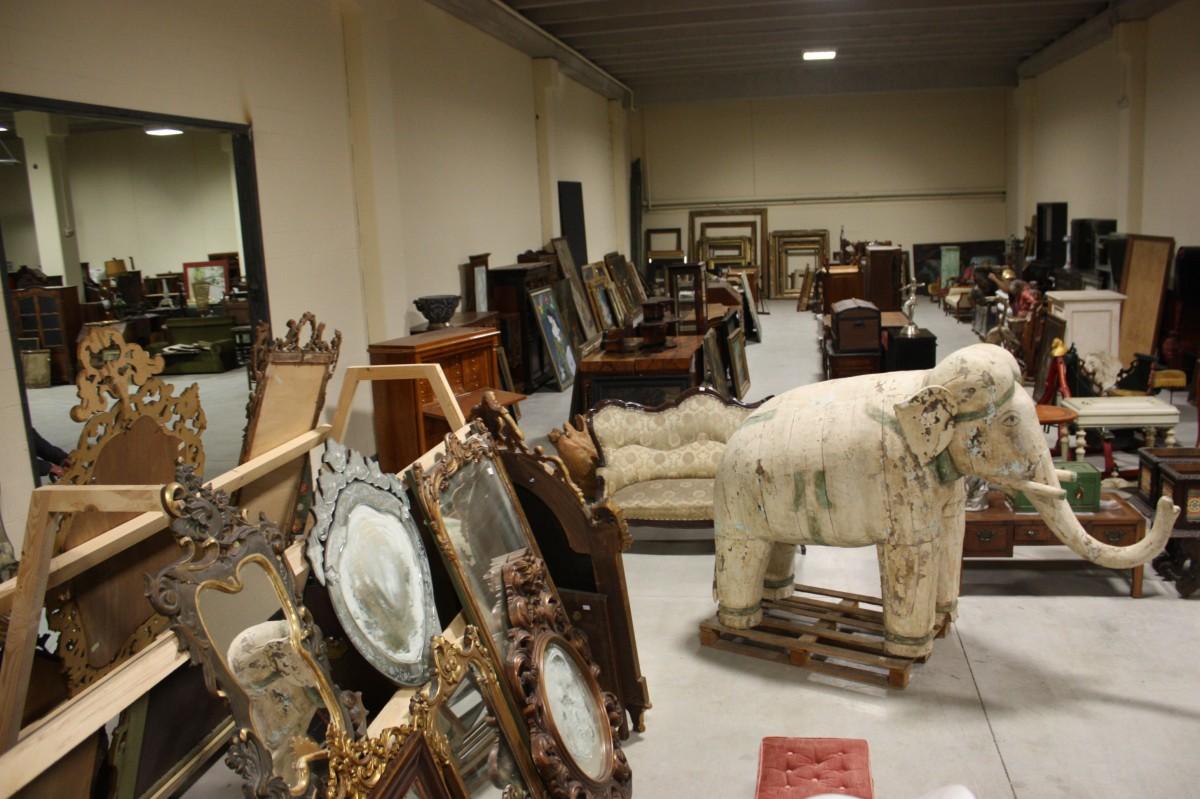 Ingrosso antiquariato, import, export, commercio mobili e dipinti