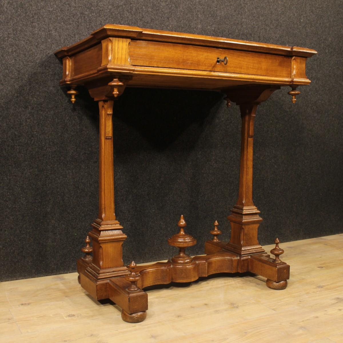 Kleiner tisch tabelle sekret r schreibtisch geschnitzte for Schreibtisch kirschholz