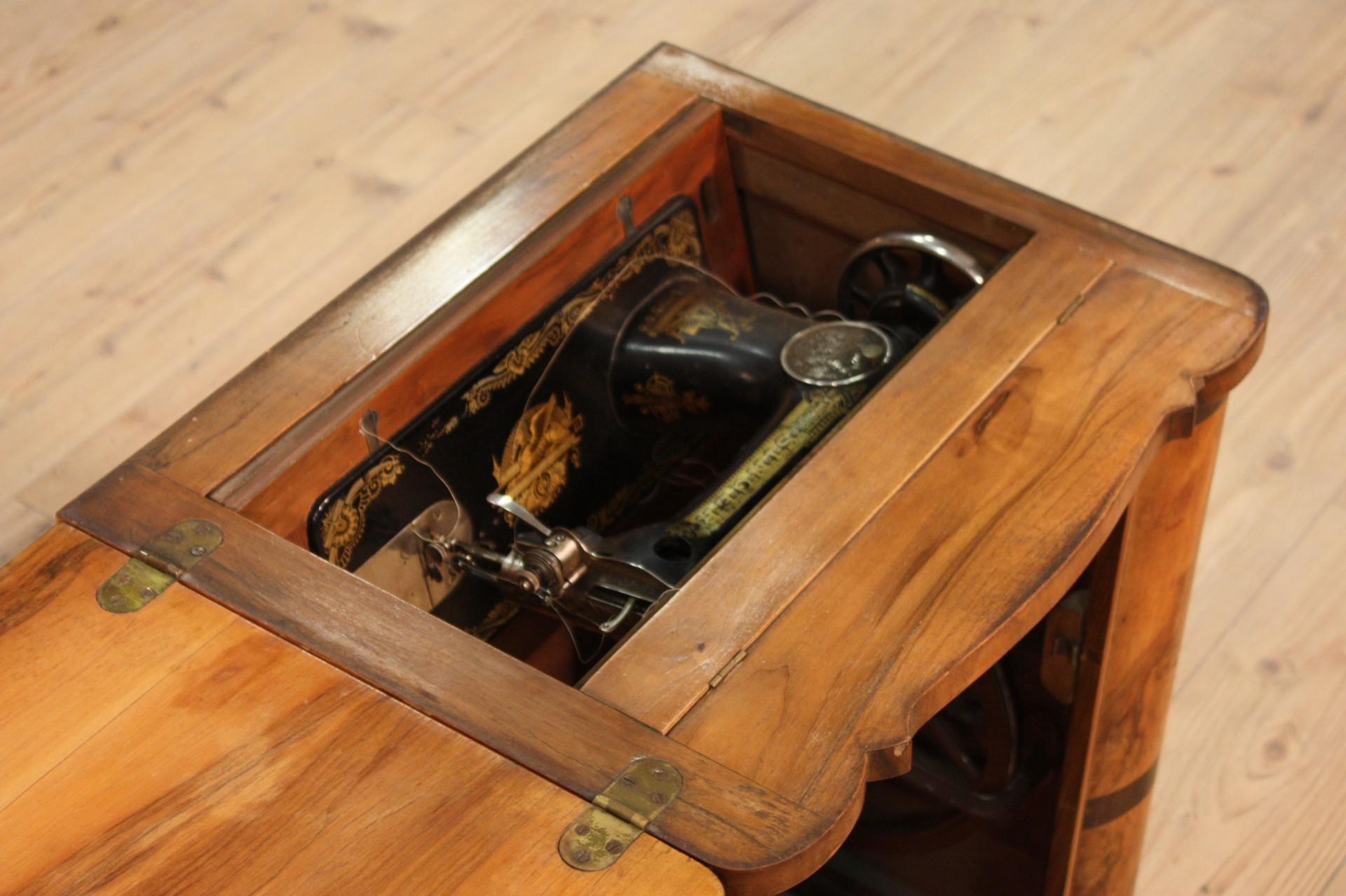 m bel italienisch n hmaschine walnuss antik stil art d co. Black Bedroom Furniture Sets. Home Design Ideas