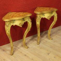 Coppia di angoliere in legno laccato e dorato Venezia epoca '900
