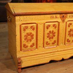 Antico baule in legno epoca 800