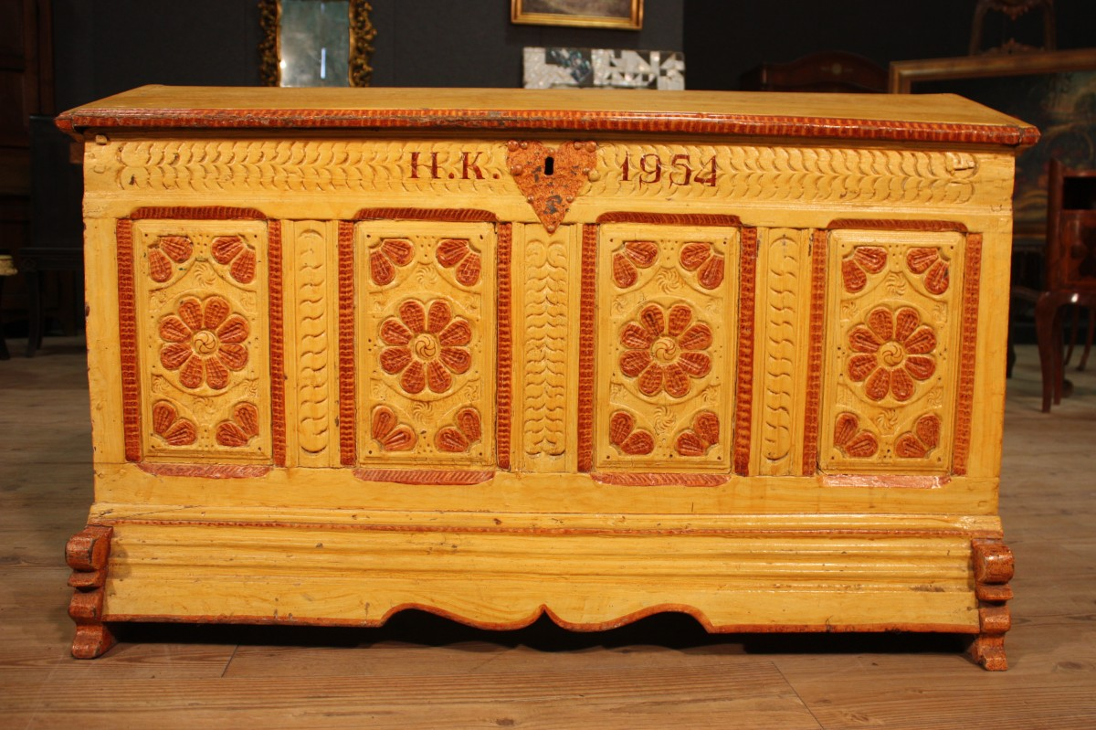 Annuncio antica cassapanca laccata del xix secolo nowarc for Cassapanca del 500
