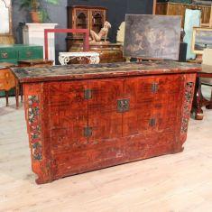 Credenza in legno scolpito e dipinto con paesaggi e figure, Oriente epoca primo '900