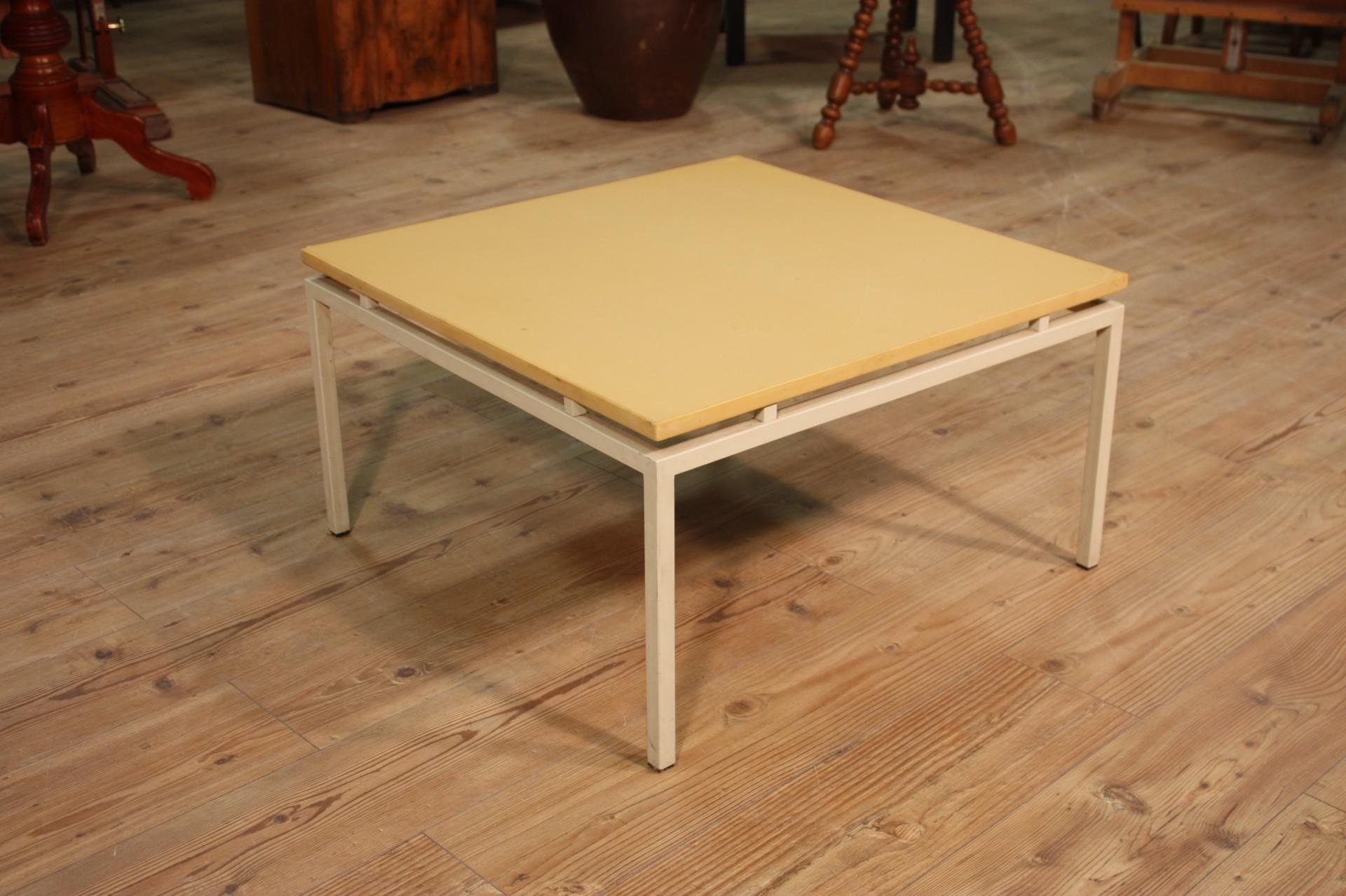 Annuncio: Tavolo in legno e ferro con piano plastificato • NowArc