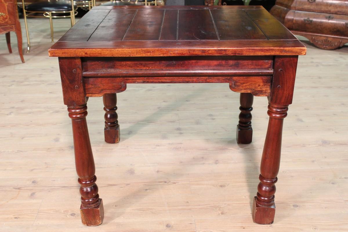 Tavolo quadrato in legno scolpito - Vendita Online Antiquariato ...