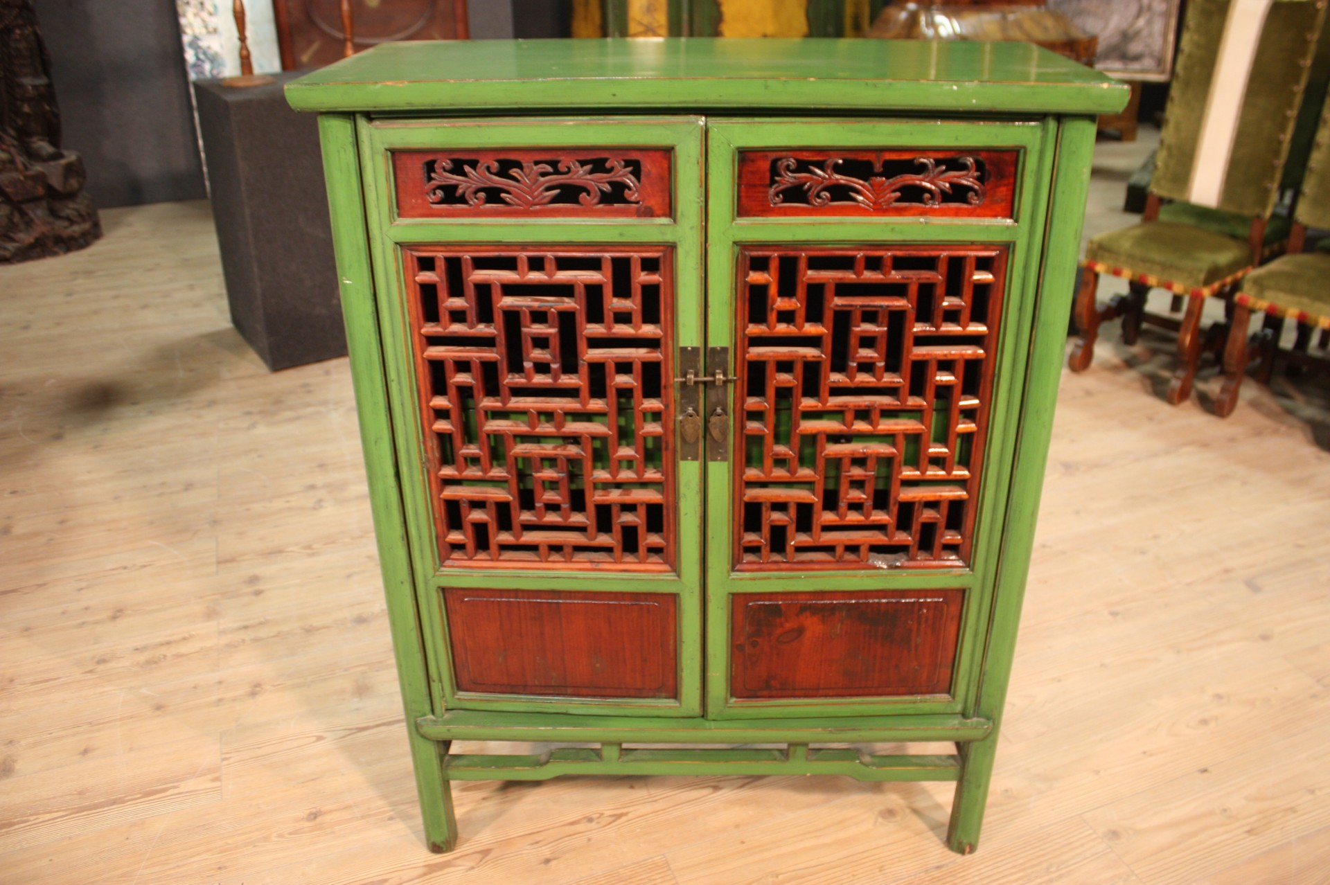 armoire commode deux portes bois peint vert meuble oriental style ancien 900 xx ebay. Black Bedroom Furniture Sets. Home Design Ideas