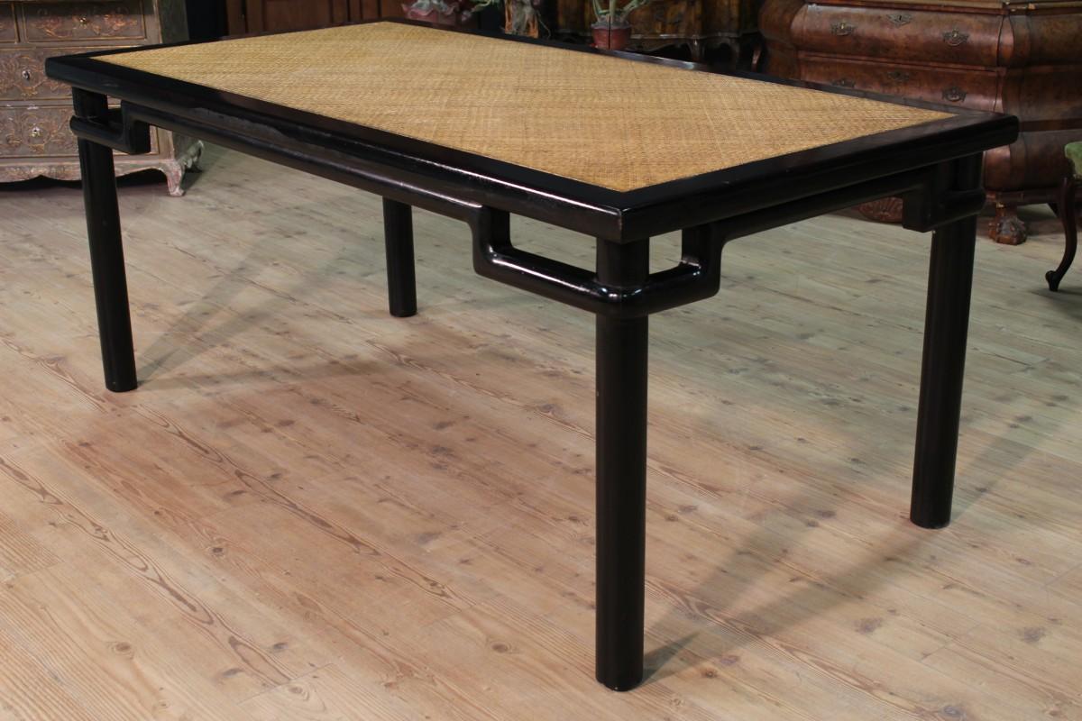 Grande tavolo orientale legno laccato nero piano legno - Tavolo grande legno ...
