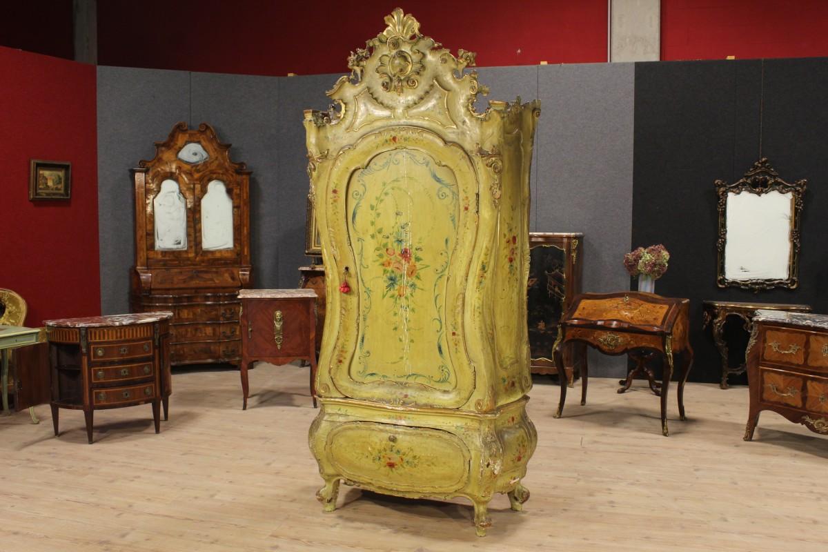 Armadio veneziano in legno laccato della fine del XIX secolo