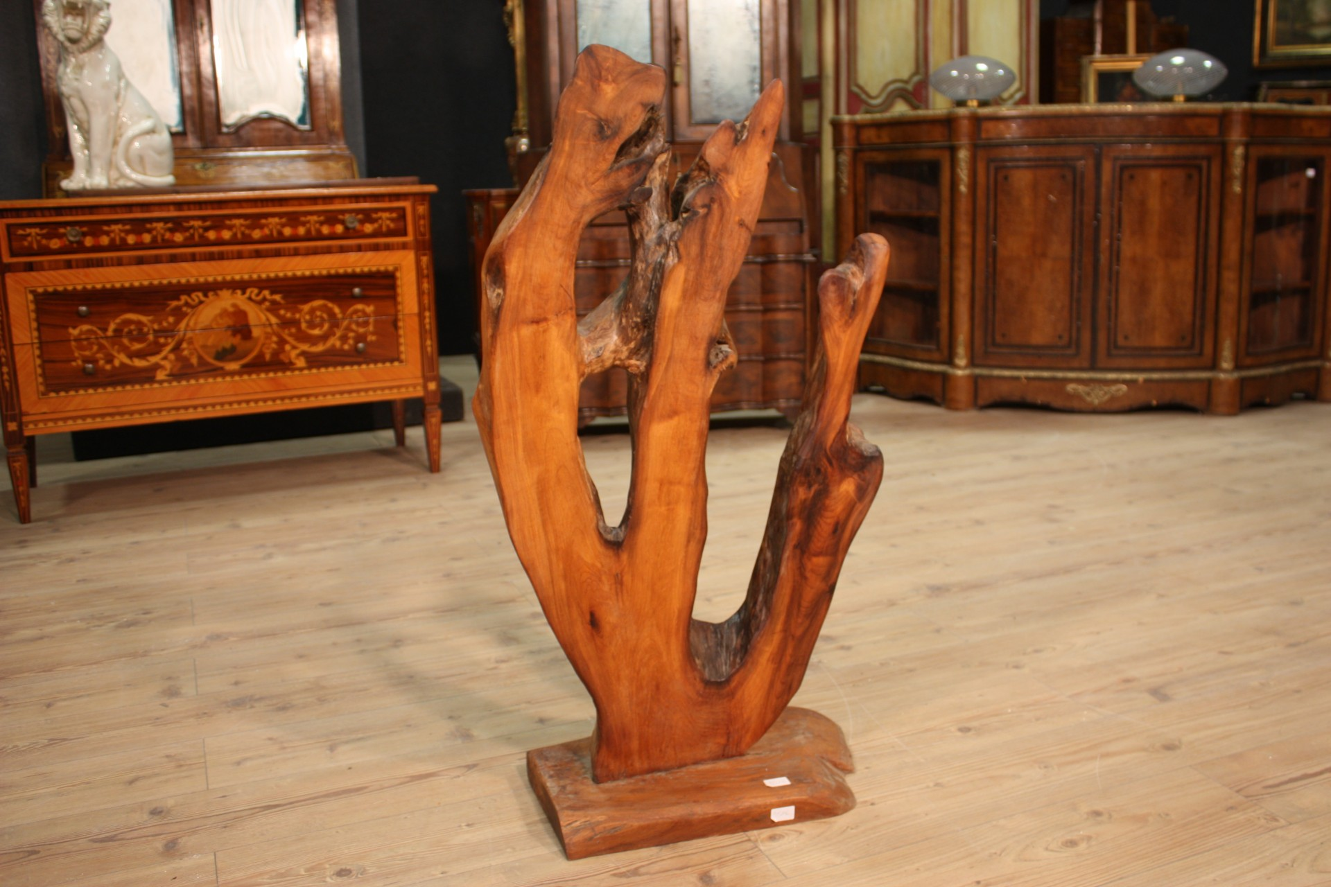 Scultura indonesiana in legno di radice acquatica