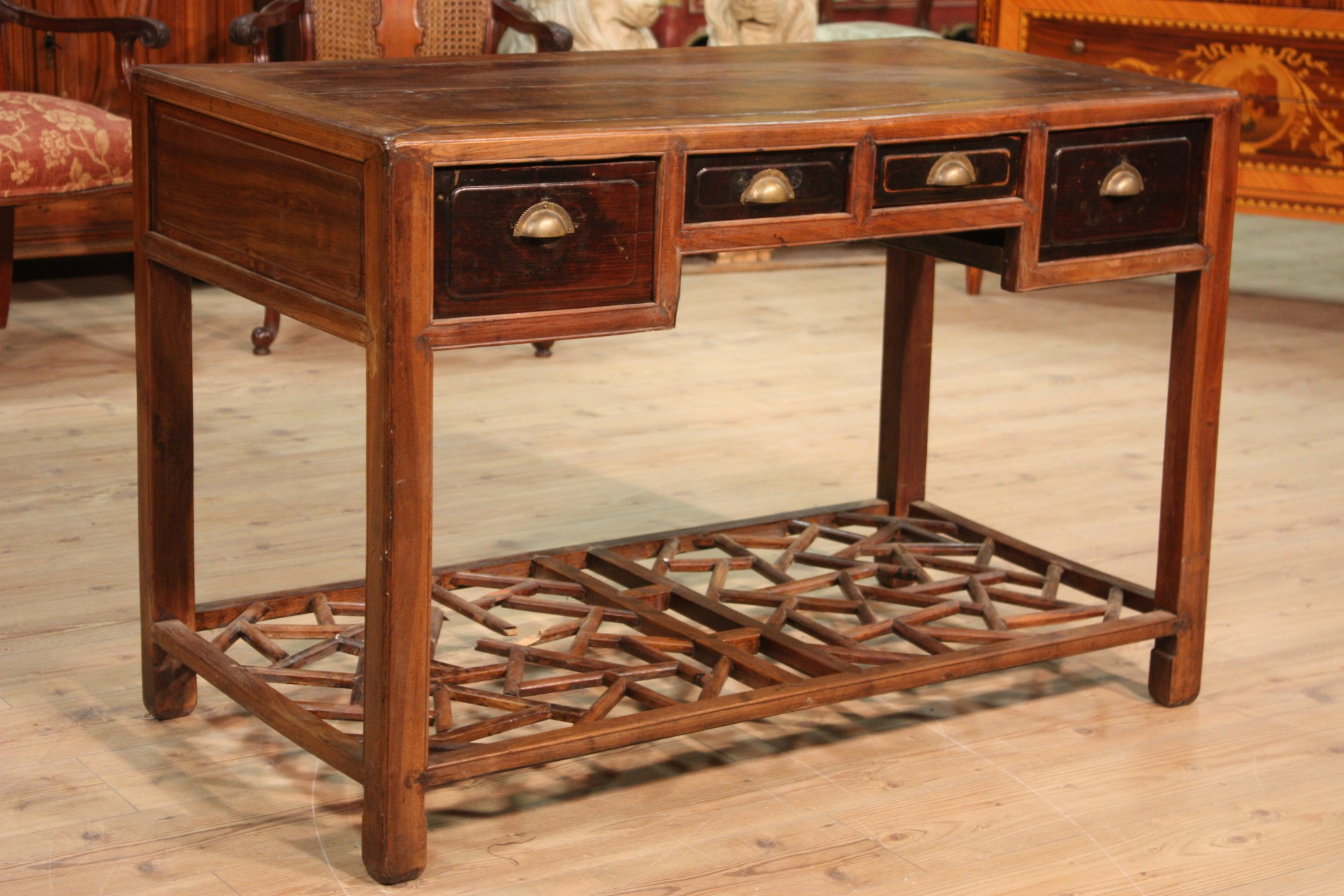 Scrittoio cinese in legno con quattro cassetti