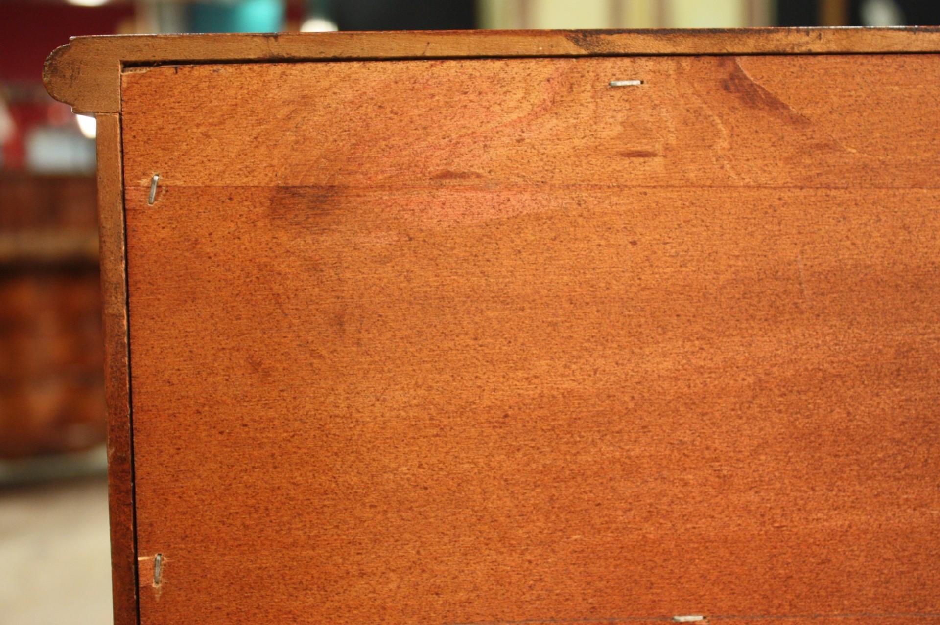 Annuncio: Credenza europea in legno di tiglio • NowArc