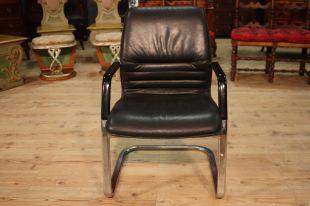 Sedie e poltrone antiche troni e seggiole for Poltrone finta pelle