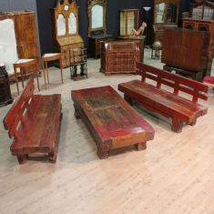 Set con tavolo e panche in legno scolpito epoca 900