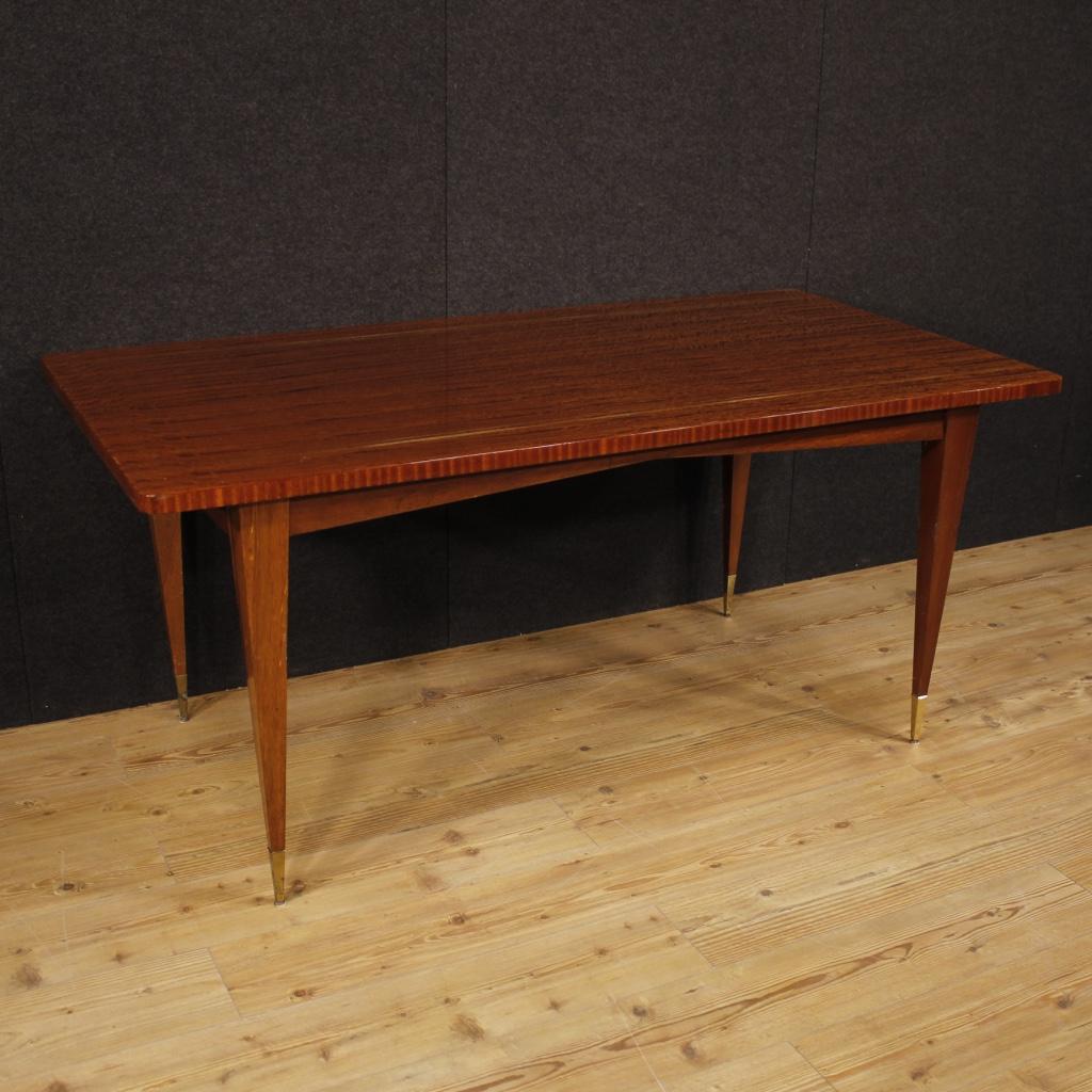 Tavolo italiano di design in mogano for Design di mobili in legno italiano