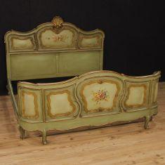 Mobile in legno stile antico camera epoca 900