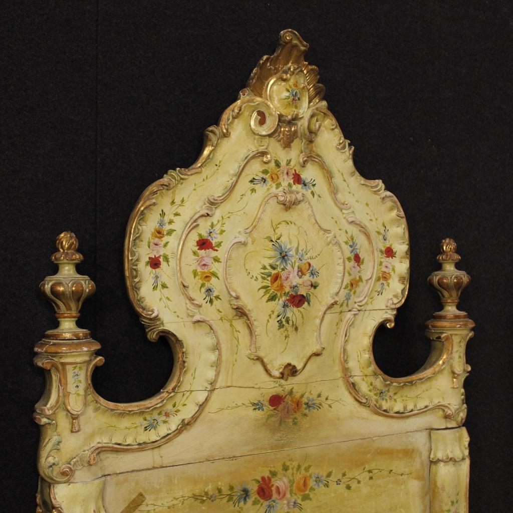 Letti coppia di mobili veneziani in legno laccato dorato for Mobili veneziani