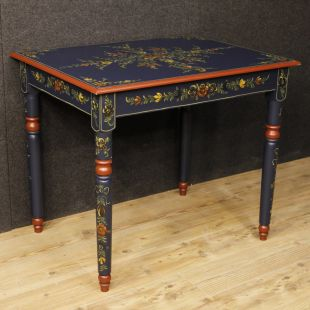 Dutch table in painted wood with floral decorations