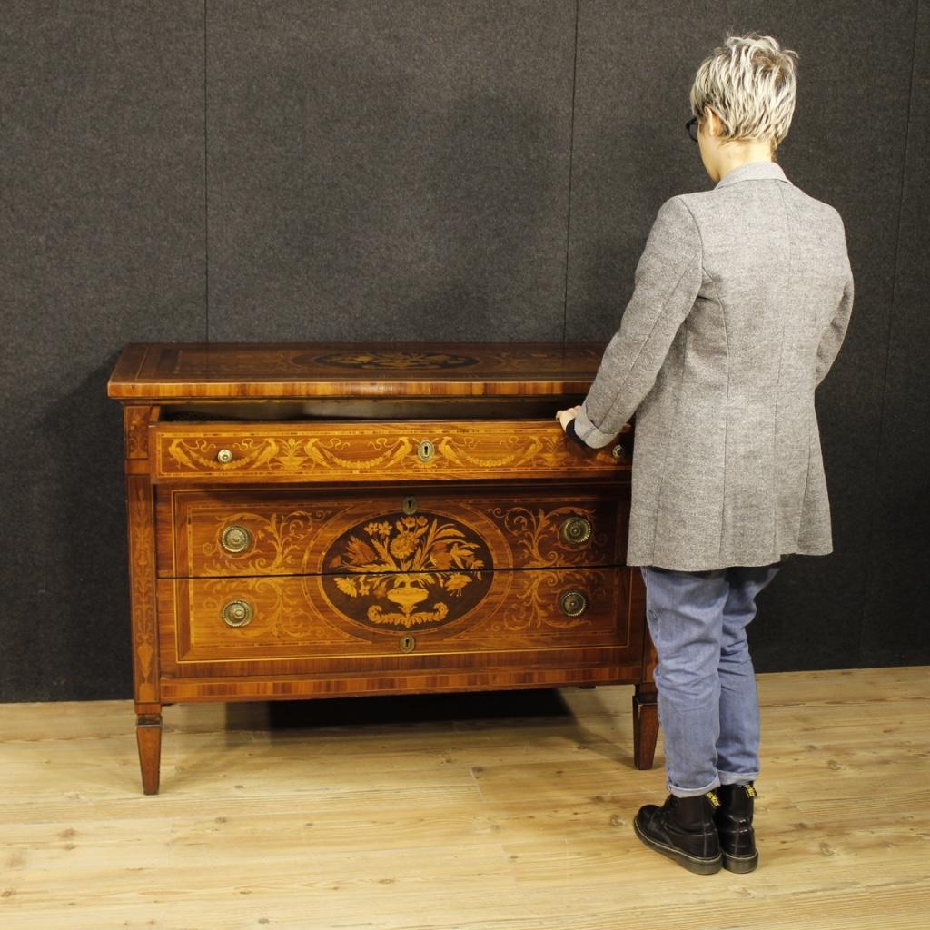 Annuncio com italiano in legno intarsiato in stile luigi for Arredamento stile luigi xvi