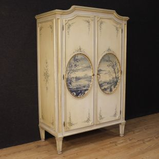 Italian lacquered, gilded and painted wardrobe in Louis XVI style