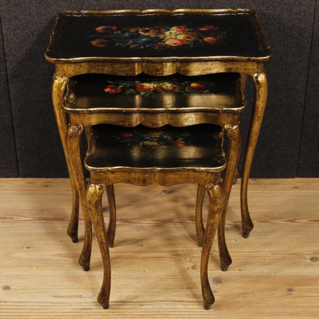 Trittico di tavolini fiorentini laccati, dorati e dipinti - Immagine2