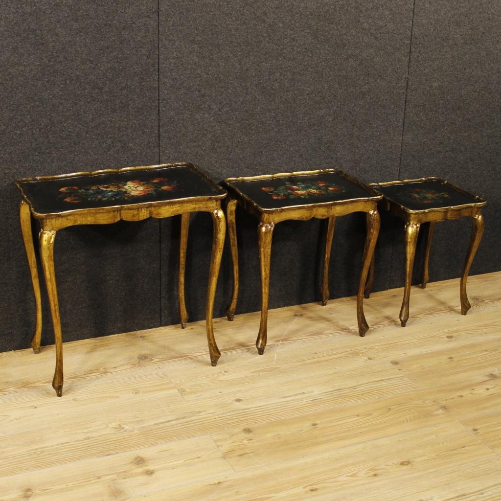 Trittico di tavolini fiorentini laccati, dorati e dipinti - Immagine4