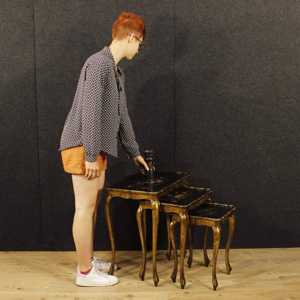 Trittico di tavolini fiorentini laccati, dorati e dipinti - Immagine1