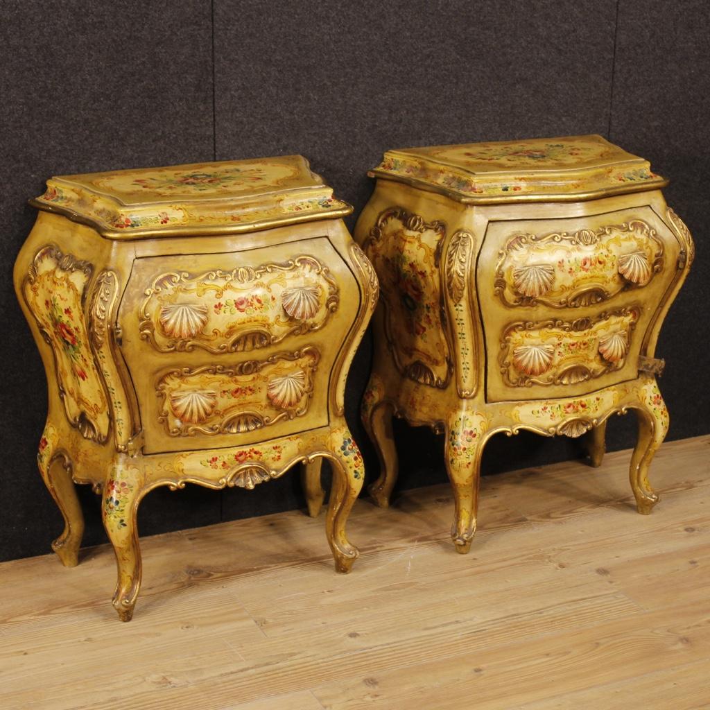 Coppia di comodini veneziani in legno laccato e dipinto for Mobili veneziani