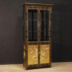 Mobile credenza con decori floreali stile antico 900