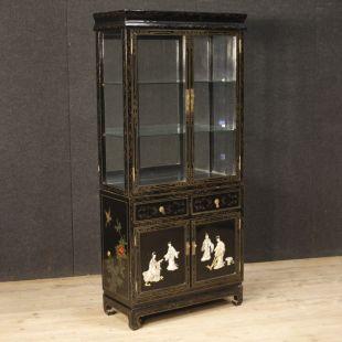 vetrine e librerie antiche e moderne