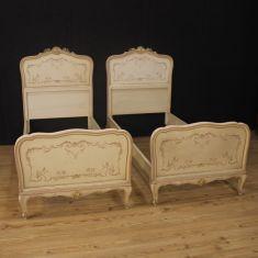 Mobili in legno laccato stile antico 900