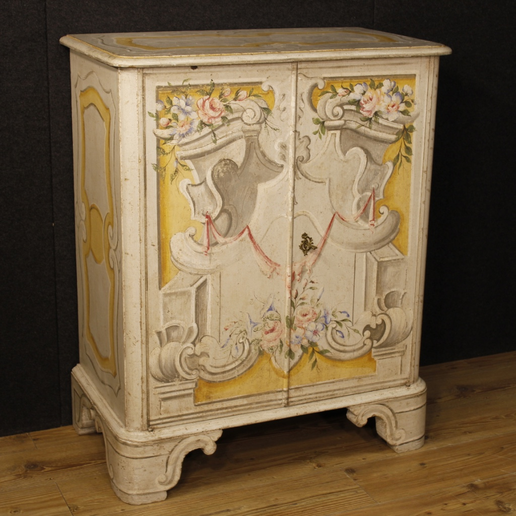 Buffet italien en bois laqu et peint for Bureau meuble en italien