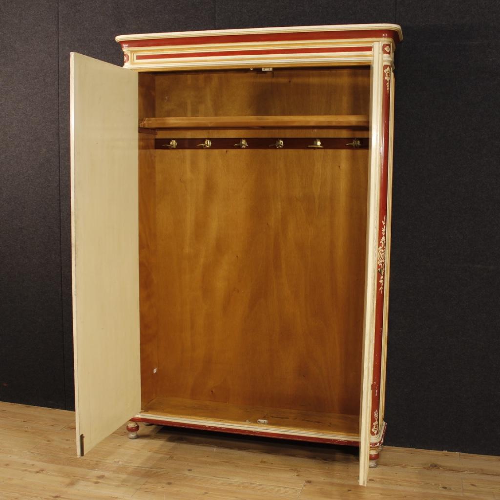 Annuncio armadio italiano in legno laccato in stile luigi for Legno laccato