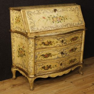 Venetian bureau in painted wood with floral decorations