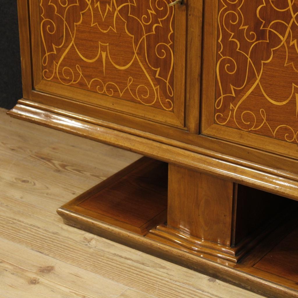 Credenza intarsiata mobile italiano in legno 4 porte stile for Porte italiano