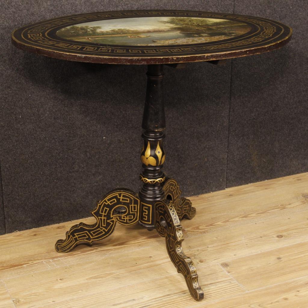 Tavolino inglese in legno laccato e dipinto
