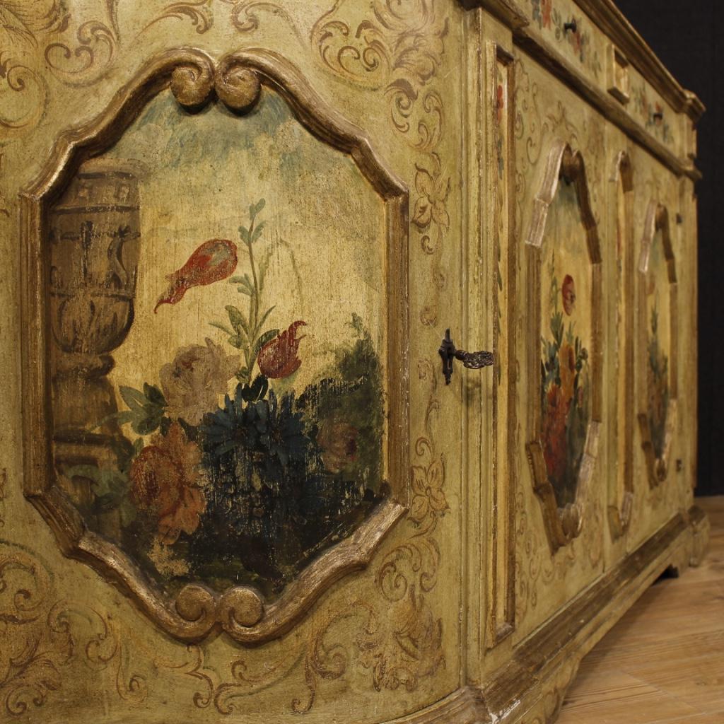 Credenza veneziana laccata e dipinta con decori floreali - Immagine 3
