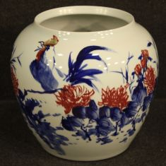 Coppa in ceramica smaltata orientale con decori floreali e animali stile antico