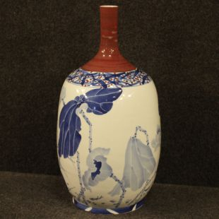 Chinese painted ceramic vase