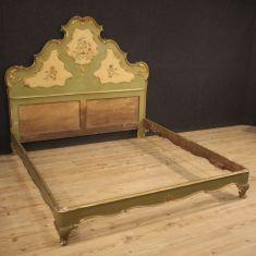 Mobile in legno stile antico 900 camera