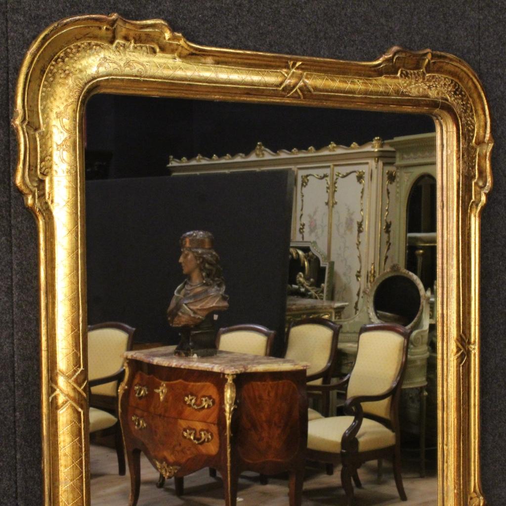 Specchiera dorata mobile in legno scolpito specchio for Specchio stile antico